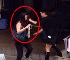 温州女小偷遭当街扒光