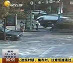 女子驾车撞断男子脚掌