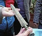 小伙工地捡到战国青铜剑