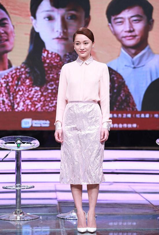 40岁周迅《红高粱》扮少女 装嫩女星衣品PK