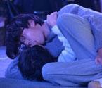 情侣多种姿势PK接吻