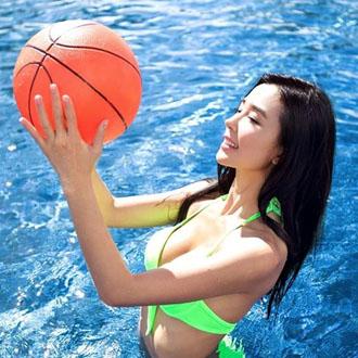 姚星彤泳装写真化身篮球宝贝