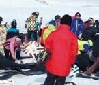 怪坡滑雪场上演雪地惊魂