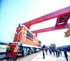 全球最大集装箱船昨停靠宁波港