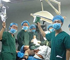 医生手术台自拍合影