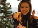 邓紫棋开心做圣诞树