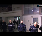 法国特种部队搜查公寓