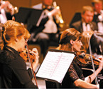 音乐会向外籍人士表祝福
