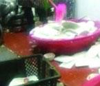 火锅店回收剩菜放脏水中