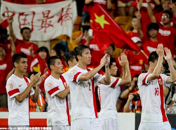 国足遭淘汰球迷鼓励:中国最棒!