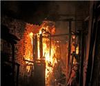 襄州一民房凌晨起火