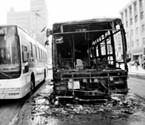 163路公交车车头自燃