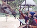 李晟温馨笑逗长颈鹿