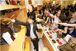 中国人2014年花1060亿美元 买全球近半奢侈品