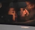 杨紫与男友舌吻