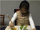 张艺谋女儿专注画画