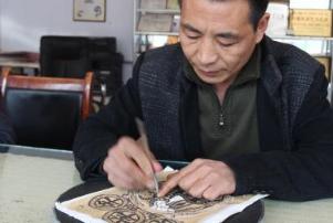 探访承德300年历史剪纸村 全村176户人人会剪纸