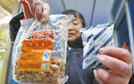 成都市民:买300克银耳 干燥剂占一半