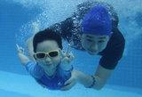 带宝宝体验亲子游泳