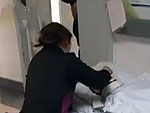 女子待客遭暴打被开水浇头