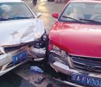 沈阳街头两车惨烈相撞