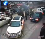 10多人狂殴多名保安