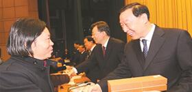 4月7日,第二届夏季青年奥林匹克运动会总结表彰大会在宁隆重举行,刘鹏宣读中央领导同志重要批示。