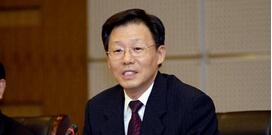 4月1日上午,省长李学勇主持召开省政府常务会议,会议强调,要把行政审批制度改革向纵深推进。