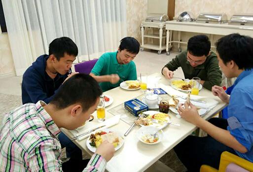 国象男团赛第2轮 中国队已适应时差