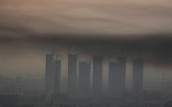 郑州现平流雾黑色污染带