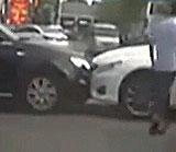 """两车对撞如""""斗牛"""""""