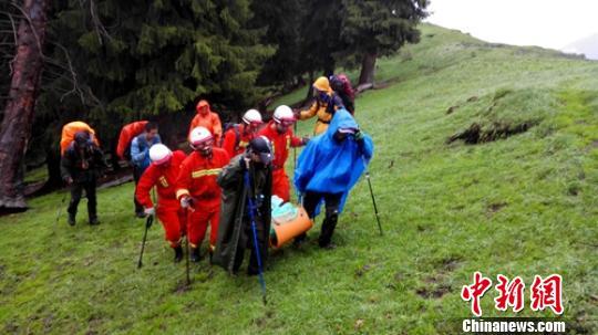新疆玛纳斯山区65小时营救被困游客纪实。