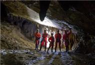 重庆探洞爱好者探秘喀斯特溶洞