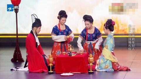 """新浪娱乐讯 在6月27日播出的《中国梦想秀》上,周立波讽刺汉服表演者""""晚上九点半以后走出去,肯定走的是像援场一样的""""""""哪个洗浴中心的""""。"""