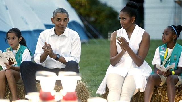 米歇尔白宫招待50名童子军 奥巴马幽默打趣
