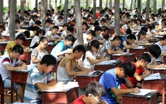 河南中学800多名学生树林中期末考试