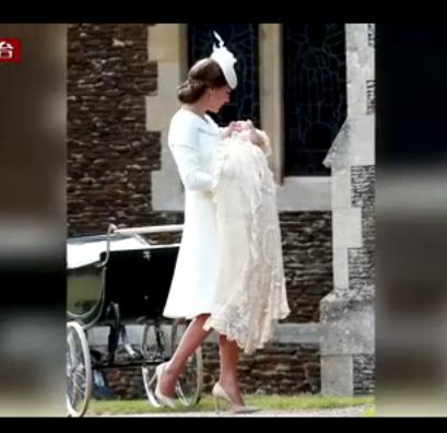英国小公主夏洛特受洗 一家四口首见民众