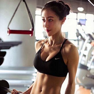 颜值高爱健身的老师上课你还逃吗?