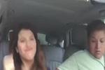 逗逼女副驾驶座上疯狂热舞 亲妈一脸嫌弃