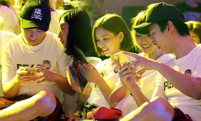 王思聪游戏展被索要邀请函 与美女热聊心情大好