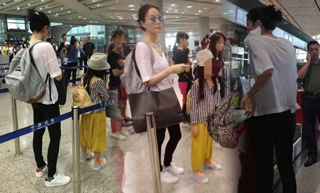 淡定菲姐!王菲疑带李嫣现身机场 身材纤瘦穿着时髦