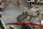 实拍东莞城轨工地塌方致1死 路人惊险逃过一劫