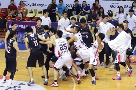 中韩男篮挑战赛爆发冲突