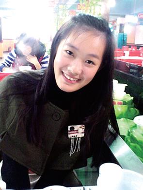 郑州90后美女老师为镇住学生故意扮老