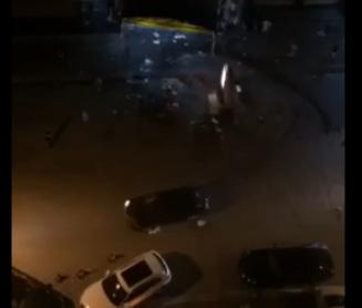 实拍烧烤摊深夜血拼 男子疯狂飙车撞人