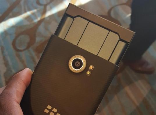 黑莓Priv上手图曝光 比三星Note 5还薄
