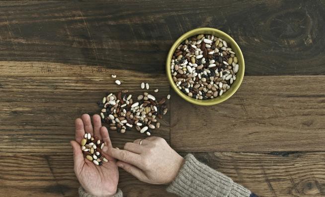黑豆配枸杞胜补药