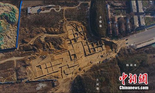 河南新郑郑韩故城遗址中,北城门遗址航拍图。供图
