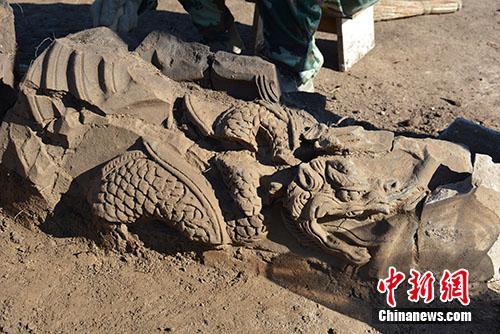 吉林安图宝马城金代长白山神庙遗址中的鸱吻一侧龙纹。供图