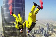跳伞牛人试跳迪拜塔